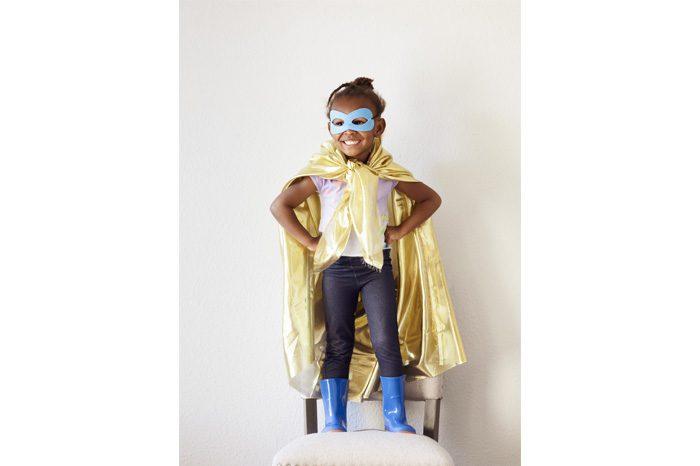 child hero pose